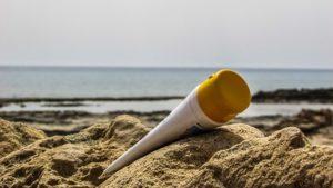 Opalovací krém na pláži