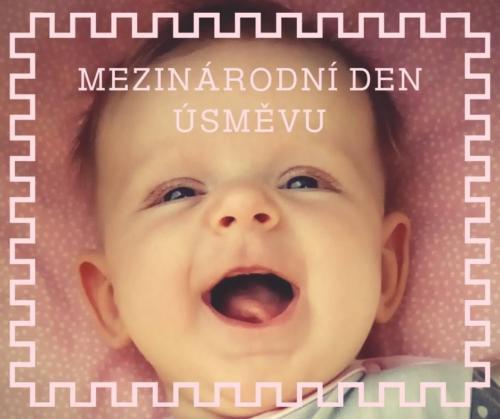 miminko se směje